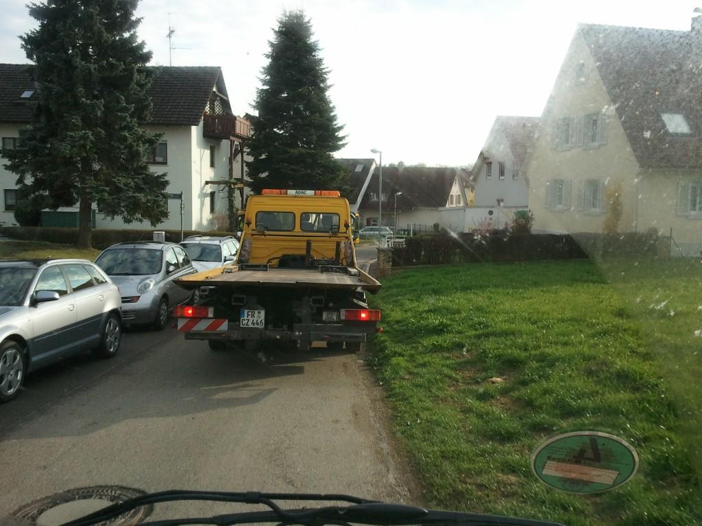 Achter de sleepauto aanrijden in Freiburg
